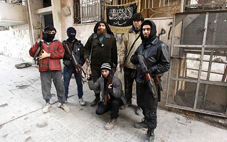 Các chiến binh nhóm Jabhat al-Nusra liên kết al-Qaeda tại một trạm kiểm soát ở tỉnh Aleppo - Syria. Ảnh: Telegraph