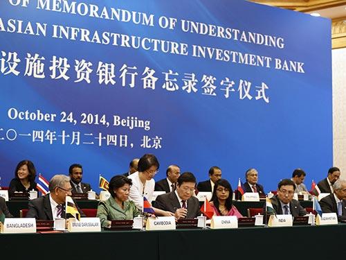 Lễ ký bản ghi nhớ về việc thành lập Ngân hàng đầu tư hạ tầng châu Á (AIIB) tại Bắc Kinh - Trung Quốc vào cuối tháng rồi Ảnh: Reuters