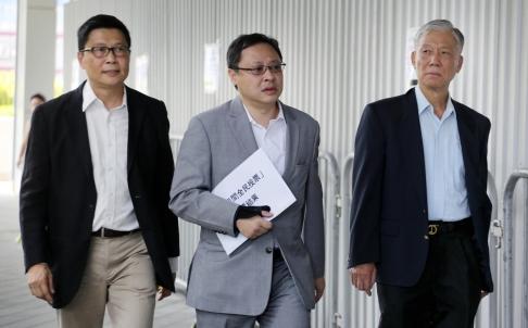 Từ trái qua: Ông Chan Kin-man, Benny Tai và Chu Yiu-ming. Ảnh: SCMP