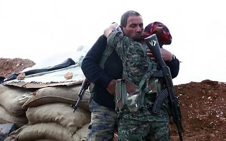 Pervin Kobani mừng tủi khi gặp lại cha sau nhiều tháng thời xa cách. Ảnh: Telegraph