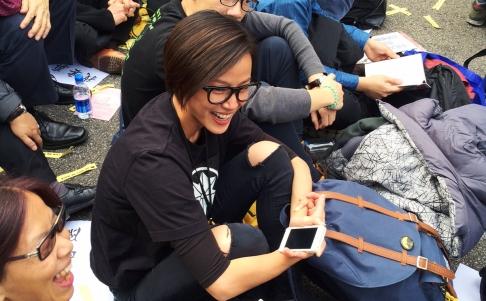 Nữ ca sĩ Denise Ho nhất quyết ở lại dù sẽ bị bắt. Ảnh: SCMP
