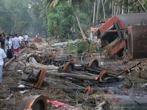 Khujng cảnh tan hoang sau thảm họa sóng thần năm 2004. Ảnh: Sky News