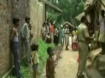 Thêm một bé gái 15 tuổi ở làng Benipur, quận Sitapur, bang Uttar Pradesh - Ấn Độ bị cưỡng hiếp, giết và treo xá lên cây. Ảnh: NDTV