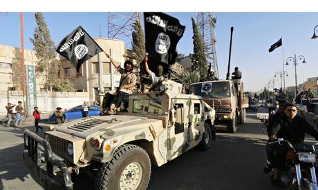Các tay súng IS sử dụng một chiếc Humvee do Mỹ chế tạo ở Syria. Ảnh: Reuters