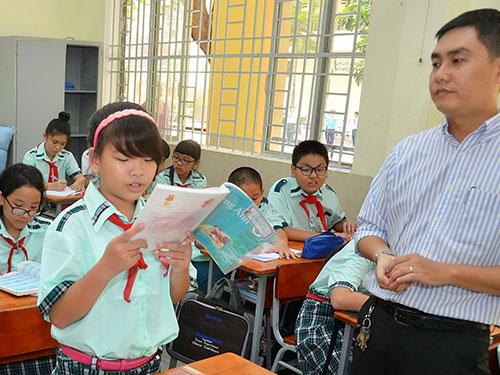 Sách giáo khoa mới dự kiến được sử dụng từ năm 2018. Trong ảnh: Giờ học tại Trường THCS Lý Phong (TP HCM) Ảnh: TẤN THẠNH