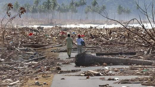 Cơn sóng thần tấn công Indonesia năm 2004 làm chết hơn 170.000 người ở tỉnh Aceh. Ảnh: Sky News