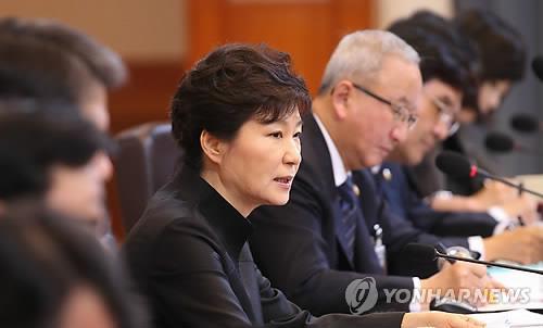 TỔng thống Hàn Quốc trong cuộc họp nội các hôm 29-4. Ảnh: Yonhap News