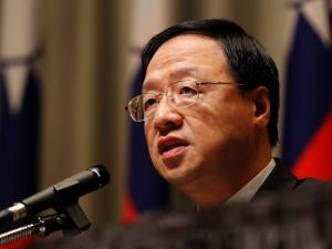 Người đứng đầu cơ quan hành pháp Đài Loan Giang Nghi Hoa tuyên bố từ chức. Ảnh: AP