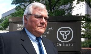 Ông Klaus Nielsen đến tòa án hôm 13-8. Ảnh: CBC News