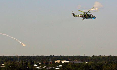 Sân bay TP Donetsk vẫn hứng chịu pháo kích dù thỏa thuận ngừng bắn được ký kết ngày 5-9. Ảnh: Reuters