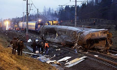 Một vụ tai nạn xe lửa ở Uglovka - Nga năm 2009 khiến 26 người thiệt mạng và gần 100 người bị thương. Ảnh: AP