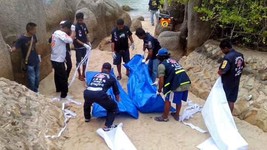Thi thể 2 du khách người Anh được cảnh sát Thái Lan mang đi. Ảnh: Sky News