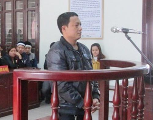 Phạm Hữu Vinh trước vành móng ngựa.