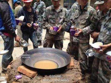 Bức ảnh khiến người dân Trung Quốc phẫn nộ. Ảnh: Weibo