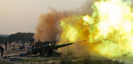 PLA tập trận bắn đạn thật tại quân khu Nam Kinh ngày 22-10-2013. Ảnh: Tân Hoa Xã