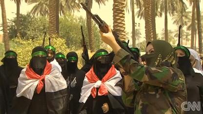 Phụ nữ Iraq được huấn luyện sử dụng vũ khí để bảo vệ thủ đô Baghdad. Ảnh: CNN