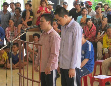 Bị cáo Ngô Văn Quốc và Đoàn Ngọc Hạnh tại phiên tòa ngày 30-5