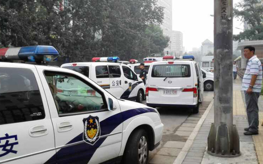 Xe cảnh sát phong tỏa hiện trường