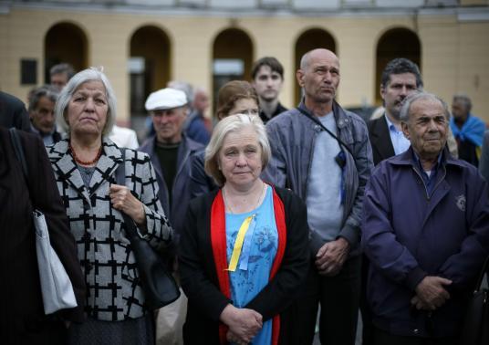 Nhóm người ủng hộ Nga tổ chức biểu tình ở trung tâm cảng Biển Đen của Odessa hôm 4-5. Ảnh: Reuters