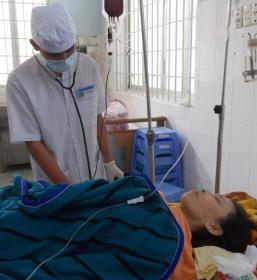 Chị Tuyết đang được cấp cứu tại BVĐK Tây Ninh
