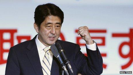 Thủ tướng Nhật Bản Shinzo Abe dẫn đầu kế hoạch sửa đổi Hiến pháp, qua đó mở rộng giới hạn quyền tự vệ tập thể của quân đội ra nước ngoài. Ảnh: Reuters