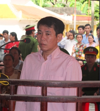 Bị cáo Phạm Cà Ron nghe HĐXX tuyên án