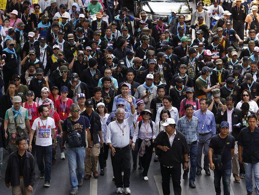 Hàng chục ngàn người biểu tình tập trung ở thủ đô Bangkok hôm 9-5. Ảnh: AP