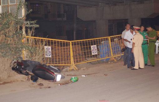 Cơ quan chức năng đang điều tra tại hiện trường vụ tai nạn.