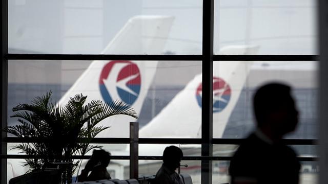 Các hãng hàng không được lệnh cắt giảm ¼ các chuyến bay tại 12 sân bay ở Trung Quốc. Ảnh: Reuters