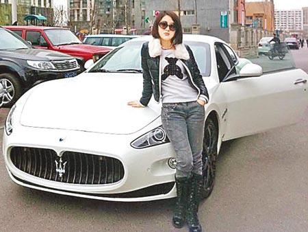 Guo Meimei và chiêu trò khoe của trên internet năm 2011. Ảnh: Want China Times