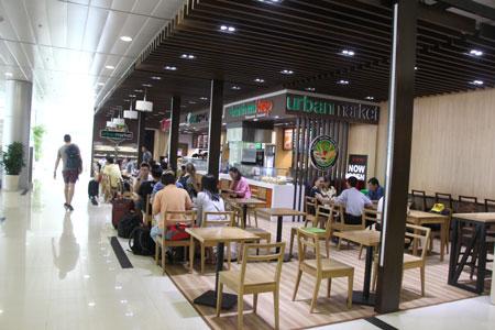 Quầy hàng UrBan Market tại khu cách ly ga đi quốc nội mở rộng