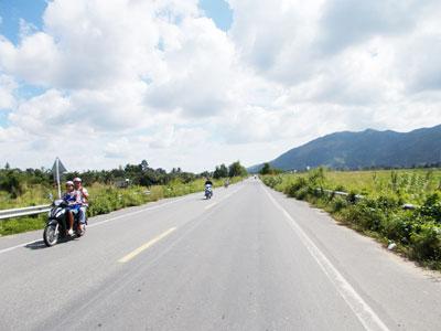Đoạn đường Nha Trang - Đà Lạt qua xã Diên Lạc là địa điểm dễ xảy ra cướp giật.
