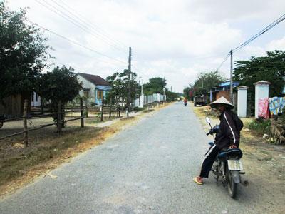 Hương lộ 62, đoạn qua thôn Láng Nhớt được cho là nơi 2 học sinh bị bắt cóc.