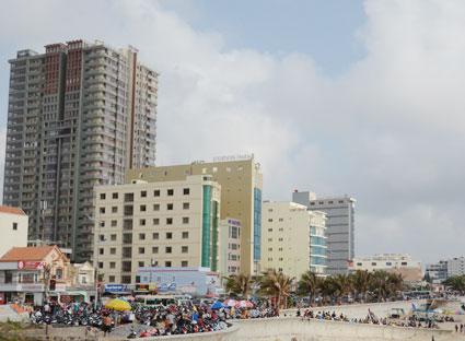 Khách sạn, nhà nghỉ tập trung dày đặc tại Bãi Sau TP. Vũng Tàu đều vắng khách trong các ngày từ thứ hai đến thứ sáu trong tuần.