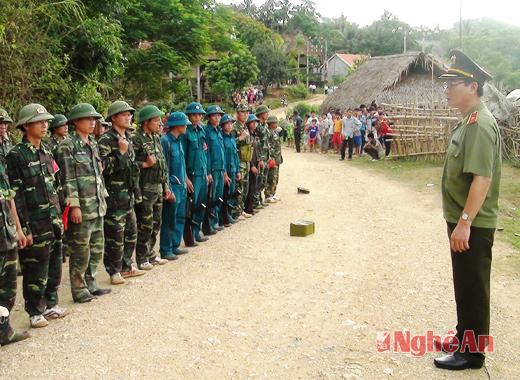 Thiếu tướng Nguyễn Xuân Lâm động viên lực lượng tham gia trận thực binh