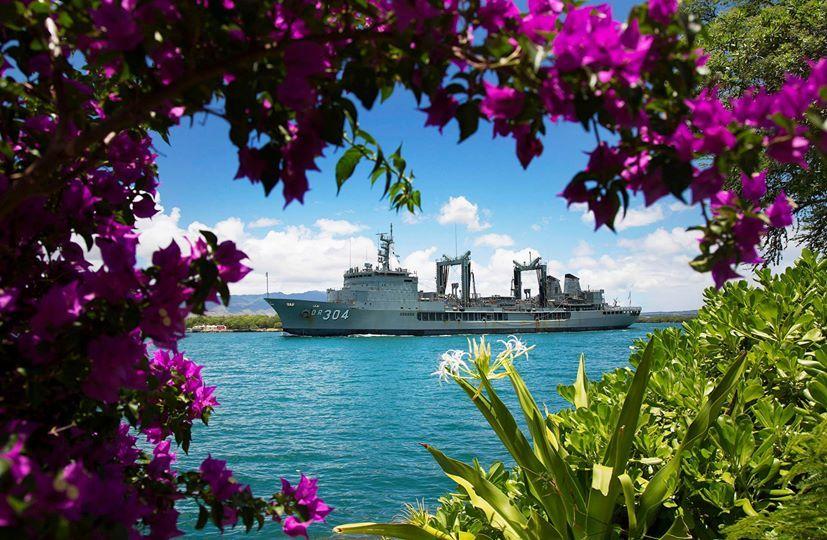 Tàu Hải quân Hoàng gia Úc HMAS Success rời Trân Châu Cảng để tham gia tập trận RIMPAC 2014. Ảnh: Able Seaman