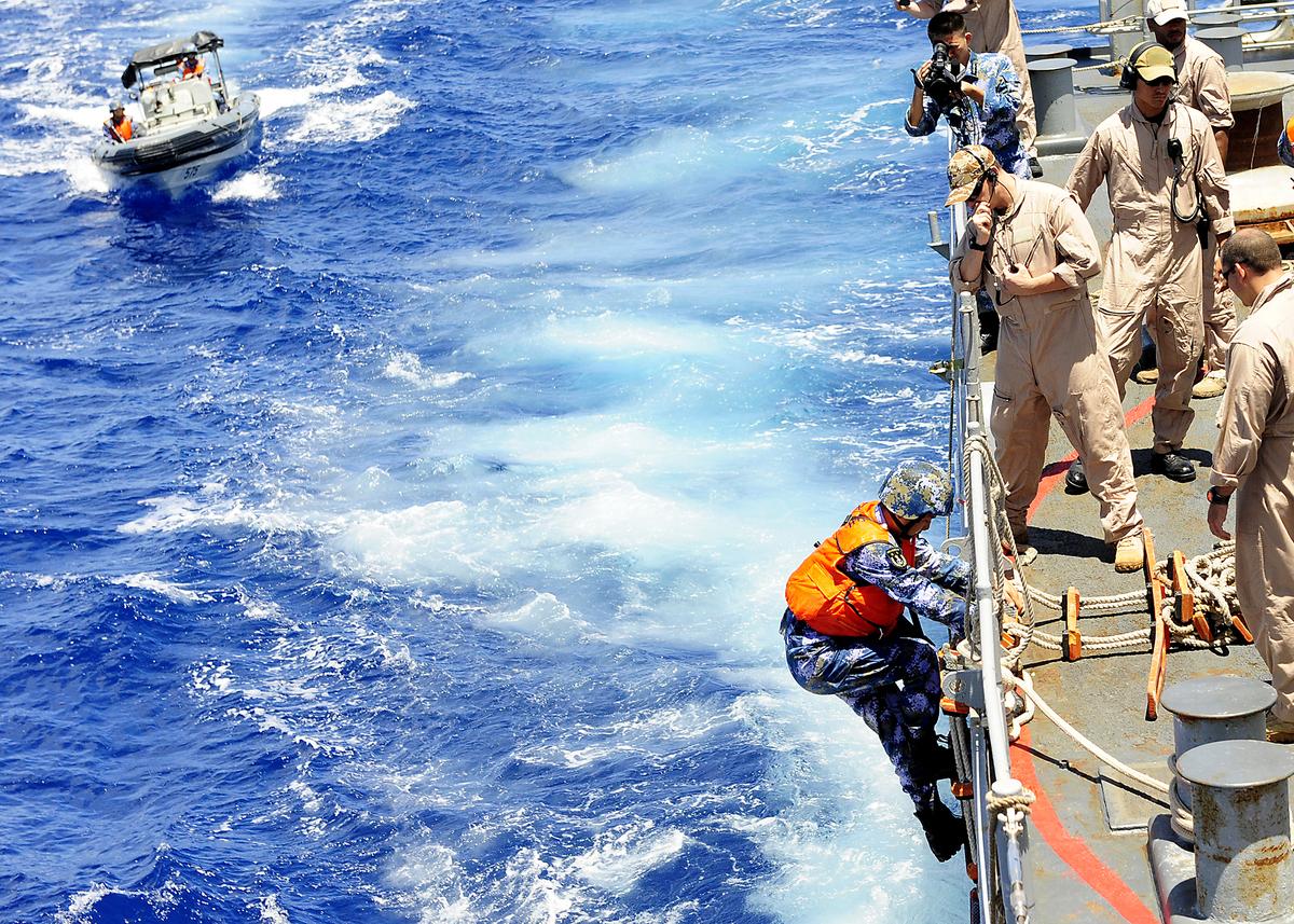 Hải quân Trung Quốc thực hành thăm, kiểm tra và chiếm tàu