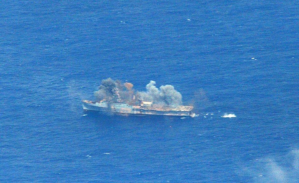 Tàu chiến USS Ogden trúng tên lửa Naval Strike Missile từ tàu khu trục HNoMS Fridtjof Nansen của Quân đội hoàng gia Na Uy.