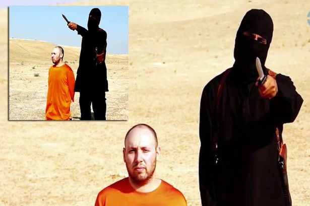 Tên sát thủ áo đen được cho là rapper người Anh Jihadi John (trái) khó bảo toàn tính mạng sau những hành động man rợ của mình.
