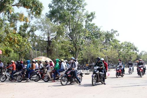 Ngày 1111, lượng người đổ về KDL Đại Nam đã giảm hẳn do lo ngại tình trạng trộm cắp, kẹt xe . Ảnh: QUANG KHANH