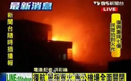 Chiếc máy bay bốc cháy dữ dội sau khi rơi xuống. Ảnh: Telegraph