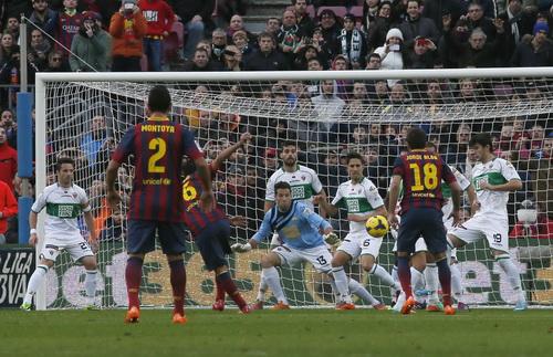 Barcelona tấn công áp đảo trước cầu môn Elche