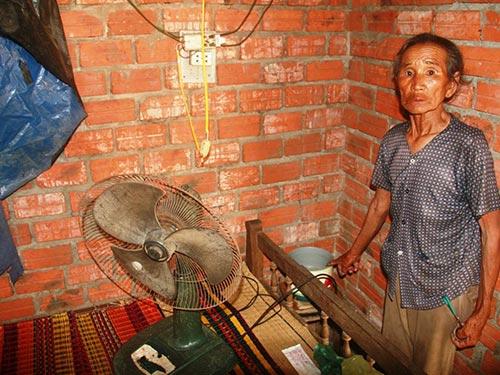 Điện chập chờn, các thiết bị điện của người dân không thể sử dụng được