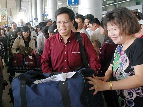Kiều bào về Việt Nam đón Tết 2014 Ảnh: TẤN THẠNH