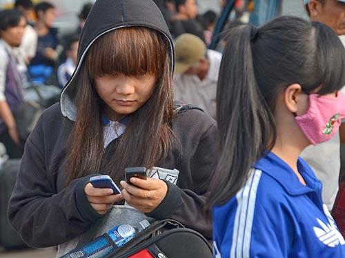 Các nhà mạng bảo đảm khách hàng sẽ không bực mình do nghẽn cuộc gọi thoại và tin nhắn trong dịp Tết  Ảnh: Tấn Thạnh
