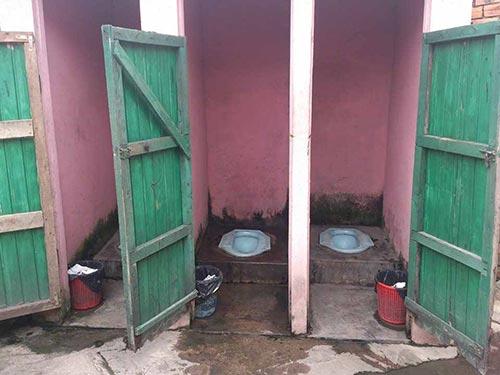 Nhà vệ sinh công cộng ở Bến xe An Sương không bảo đảm vệ sinh Ảnh: Ngọc Nhung