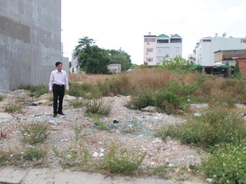 Một chủ đất ngán ngẩm vì đã đóng đủ tiền, nhận nền nhưng vẫn không xây dựng được nhà