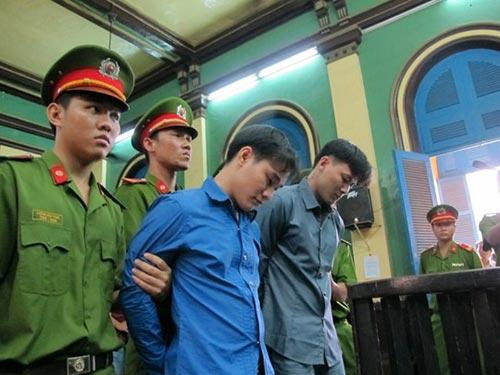 Giết người chỉ vì va quệt xe, Lê Ngọc Đạt (phải) cùng Trần Hoài Bảo lần lượt bị TAND TP HCM tuyên án tử hình và chung thân Ảnh: HẠNH DUYÊN