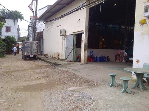Cơ sở sản xuất túi ni-lông (đường Lũy Bán Bích) xả khí thải ra khu dân cư