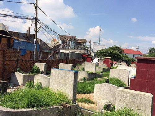 Còn rất nhiều nghĩa trang xen cài với khu dân cư tại TP HCM